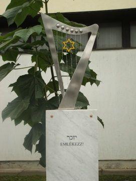 Holokauszt Emlékmű_Látnivalók Siófok , Holokauszt Emlékmű...