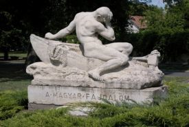 The hungarian sorrow statue - Statue_ , The hungarian sorrow statue -...