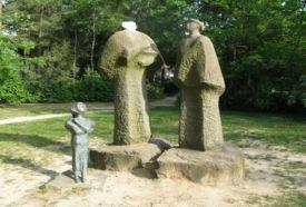 Család c. szobor_Látnivalók Erdőkertes , Család c. szobor  ,