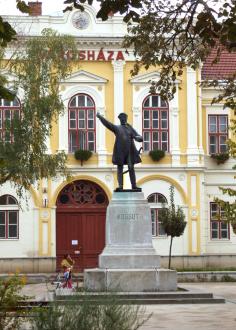 Kossuth Lajos szobra_Hajdúnánás Fürdő és strand , Kossuth Lajos...