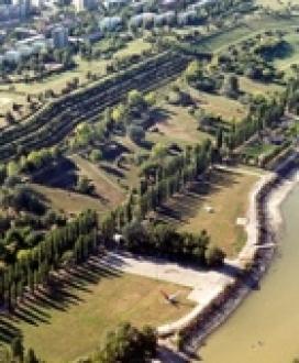Duna-parti löszfal - véderőmű Dunaújváros Fürdő és strand, Duna-parti löszfal - véderőmű  fürdők, strandok ,