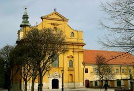 Belvárosi Szentháromság templom (volt Ferences Templom)_Látnivalók...