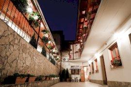 - Komló-Sikondai konferencia hotel