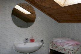 Tetőtéri kétszobás apartman