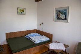 Lenti francia ágyas szoba