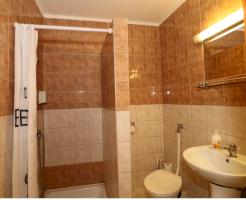 Négyágyas szoba-Fürdőszoba