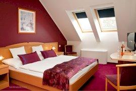 Háromcsillagos franciaágyas szoba