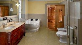 Főépület Sándor lakosztály fürdő szaunával