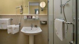 Standard szoba fürdője