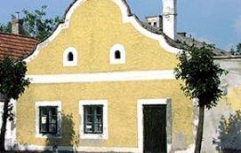 Dongó-ház_Balaton Műemlék , Dongó-ház balatoni műemlékek, szobrok...
