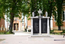 I. és II. világháborús emlékmű_Kaposvár és környéke Látnivalók...