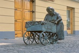 Kati néni szobra_Közép-Dunántúl Köztéri szobor , Kati néni szobra...