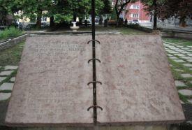 Nyitott könyv emlékmű_Fejér megye Köztéri szobor , Nyitott könyv...