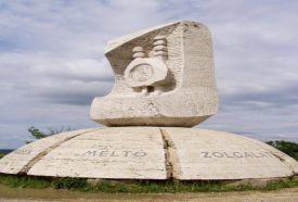 Aranybulla Emlékmű_Közép-Dunántúl Köztéri szobor , Aranybulla...
