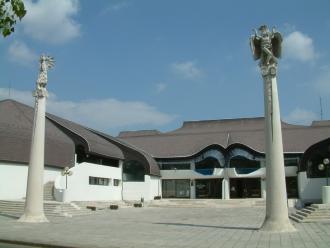 A Művelődés Háza és Könyvtára_Monok Kulturális központ , A...