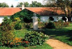 Niklai Berzsenyi Múzeum parkja_Balaton környéke Természeti érték ,...