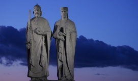 I. Szent István király és Gizella királyné szobra_Veszprém és...